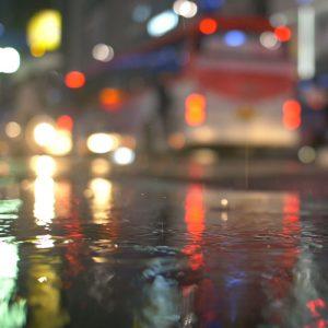 فوتیج کلیپ آماده بارش باران در خیابان